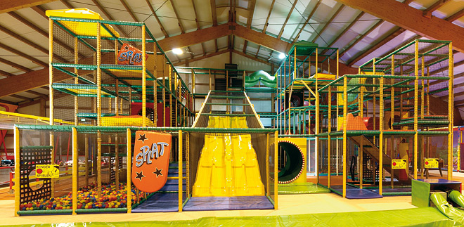 indoor spielhallen indoorspielplatz ausfl ge mit kindern trampolino. Black Bedroom Furniture Sets. Home Design Ideas